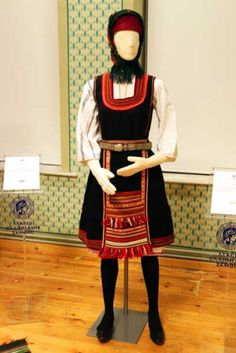 Greek Traditional Dress, Traditional Outfits, Folk Costume, Costumes, Greek Culture, Thierry, Gold Embroidery, People Of The World, Greece