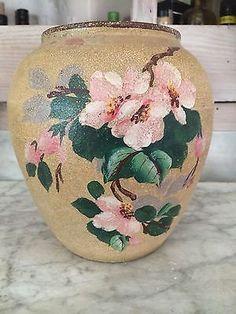joli vase à décor de fleurs de pommier