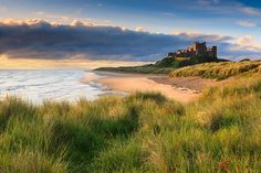 Bamburgh Castle at sunrise on the east coast of Northumberland, England. Great Places, Places To See, Beautiful Places, British Beaches, Uk Beaches, Northumberland Coast, Castles In England, British Isles, Beautiful Landscapes