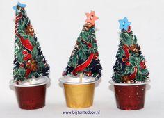 kerstboompjes gemaakt van Stof en Nespresso cup.  zie voor meer leuke ideeën www.bijtantedoor.nl