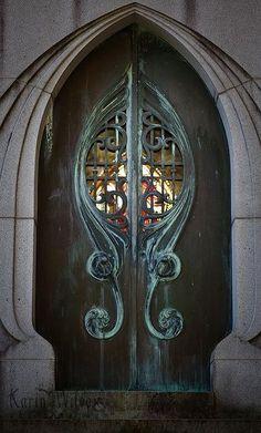 Fabulous detail doors, on an art nouveau kick here, never too much. Cool Doors, Unique Doors, Knobs And Knockers, Door Knobs, Door Handles, Grand Entrance, Entrance Doors, Art Nouveau Arquitectura, When One Door Closes