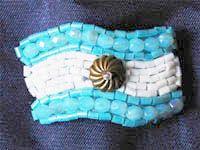 escarapela-fashion by anita jasminoy en Vidrierahype! Crafts For Kids, Children Crafts, Turquoise Bracelet, Upcycle, Beaded Bracelets, Bags, Jewelry, Maria Jose, Ideas Para