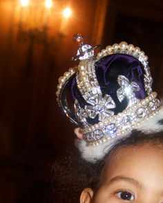 HEIR TO THE THRONE! Beyonce Passes The Crown Down To Blue Ivy Carter (PHOTOS)