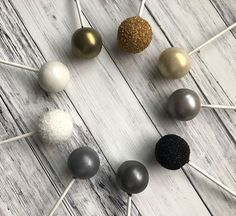 Bring some sparkle to your New Year's Eve bash! You'll be surprised how simple it is to give your cake pops a little glitz.