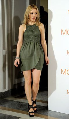 Rachel McAdams Hot Pictures, Bikini And Fashion Style (49 Photos) Rachel Mcadams Legs, Rachel Anne Mcadams, Beautiful Celebrities, Beautiful Actresses, Gorgeous Women, Canadian Actresses, Famous Women, Sexy Legs, Nice Dresses