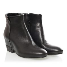 STRATEGIA LOW BOOTS, 230 Euro.