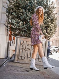 white cowboy boots look ~insta: Summer Boots Outfit, Casual Winter Outfits, Summer Outfits Women, Fall Outfits, Fashion Outfits, Fashion Group, Cowboy Boot Outfits, White Cowboy Boots, Cowboy Boots Women