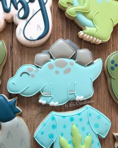 Navy and fuchsia wedding cookies! My aunt asked me to do cookies for my cousin's rehearsal dinner. I wasn't able to attend the wedding in… Crazy Cookies, Fancy Cookies, Iced Cookies, Custom Cookies, Sugar Cookies, Cakepops, Dinosaur Birthday, Dinosaur Dinosaur, The Good Dinosaur Cake
