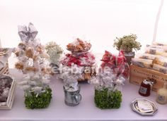 Mesa de dulces para bautizo gris, plateado y blanco, estilo country / Candy and snack bar for baptism in grey, silver and white palette, 'country' style www.celebrame.com.mx