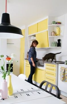 Lovely yellow Retro kitchen