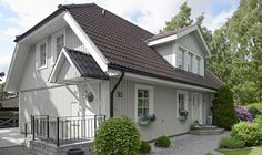 Tänker du måla om ditt hus i sommar och har svårt attvälja kulör?Vi guidar dig rätti färgsättningsdjungeln!