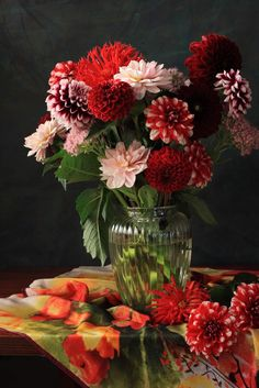 Classic flower arrangement of dahlias and chrysanthemums in shades of purple, scarlet and pale pink. Love these colors Beautiful Flower Arrangements, Fresh Flowers, Colorful Flowers, Floral Arrangements, Beautiful Flowers, Flower Vases, Wedding Flowers, Halloween, Plants