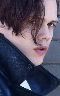 Bill Skarsgård has the most beautiful lips Bill Skarsgard Hemlock Grove, Bill Skarsgard Pennywise, Skarsgard Family, Pennywise The Dancing Clown, Beautiful Lips, Actor Model, Skin So Soft, Pretty Boys, Actors & Actresses
