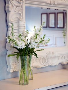 Learn how to make beautiful flower arrangements and centerpieces, plus get mantel decorating ideas from Fixer Upper and Joanna Gaines. Fixer Upper Joanna, Magnolia Fixer Upper, Magnolia Mom, Magnolia Farms, Magnolia Market, Home Room Design, House Design, Chip And Joanna Gaines, Chip Gaines