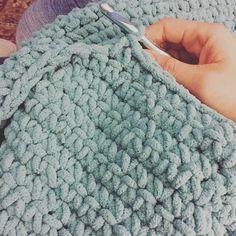 This yarn is so deliciously yummy and soft I can't even! #crochet #ilovecrochet #crochetaddict #diy #cozy #crochetersofinstagram #crochetlove #crocheted #crochetblanket #instacrochet  #itscheaperthantherapy #bernatyarn #bernatblanket by chrissymc0401