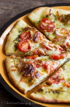 Roasted Tomato Pesto Pizza- You need only 3 ingredients for the topping on this flavorful vegetarian thin crust pizza. Homemade pizza has never been so easy! Pesto Pizza, Burrata Pizza, Crust Pizza, Pizza Food, Pizza Pizza, Mac And Cheese Pizza, Easy Mac And Cheese, Pizza Recipes, Cooking Recipes
