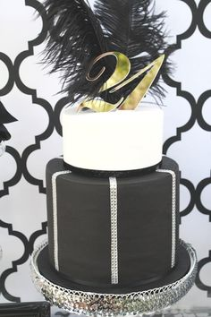 This lovely party, by Suzanna of Mon Tresor, was designed for a young lady's birthday! With a black and white color scheme, the very popular quatrefoil… Adult Birthday Cakes, 21st Birthday, Pretty Cakes, Beautiful Cakes, Amazing Cakes, Hollywood Birthday Parties, Hollywood Party, Hollywood Regency, 21st Bday Ideas