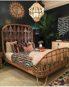 Awesome 42 Cool Bohemian Chic Bedroom Decoration Ideas. More at https://homenimalist.com/2018/03/25/42-cool-bohemian-chic-bedroom-decoration-ideas/