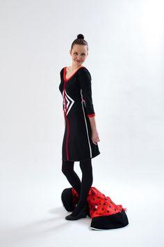 šaty na kedykolvek Čierne bavlnené šaty z pevného úpletu s výrazným kosoštvorcom na prednom diely, volné sexy záda...