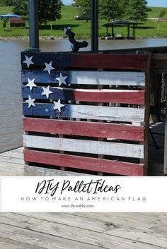 Diy pallet ideas - make an easy and inexpensive american flag pallet Diy Pallet Furniture, Diy Furniture Projects, Wood Projects, American Flag Crafts, American Flag Pallet, Pallet Projects Signs, Pallet Crafts, Pallet Signs, Diy Crafts