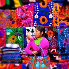 Colores del Mercado  Mercado de Artesanías  Chiapas, Mexico