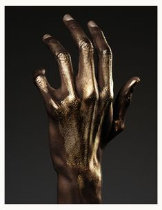 Find images and videos about art, gold and hand on We Heart It - the app to get lost in what you love. Pillars Of Eternity, Black Gold, Black And White, Metallic Gold, Or Noir, Gold Aesthetic, Color Pairing, After Life, Afro Art