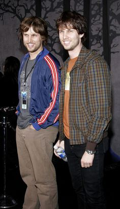 Celebrities You Didn't Realize Have A Twin Sibling_Jon and brother Dan Heder.