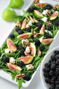Savour summertime flavours with this easy arugula salad made with fresh figs, blackberries, goat cheese and walnuts and drizzled with a honey-balsamic vinaigrette. Full of anti-oxidants!