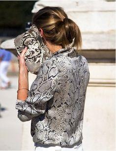 Street Style: Paris Fashion Week {All in the Details} Street Style, Street Chic, Moda Animal Print, Animal Prints, Fashion Week, Fashion Trends, Paris Fashion, Animal Print Fashion, Glamour