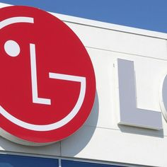 LG plans to launch a smartphone with a flexible OLED display in Q4 2013, the company has announced during its financial results call.