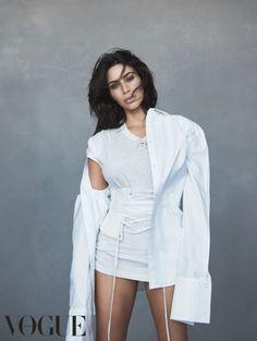 Kim Kardashian draagt Yeezy op haar nieuwe Vogue Australia cover