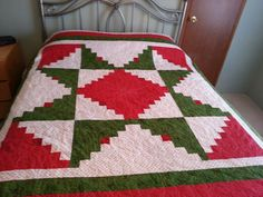 Christmas quilt started back in 2009 or 2010.  Either way, it's now complete.