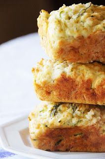 Emily Shares: Cheesy Garlic Zucchini Bread (+ Free Printables)---has buttermilk, green onions, & dill I Love Food, Good Food, Yummy Food, Pampered Chef Recipes, Cooking Recipes, Fruit Recipes, Yummy Recipes, Zucchini Bread, Courgette Bread