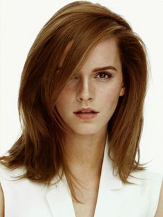 An outlet for my Emma Watson obsession. Emma Love, Emma Watson Beautiful, My Emma, Style Emma Watson, Emma Watson Belle, British Actresses, Hair Inspiration, Hair Makeup, Hair Cuts