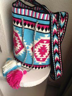 Mochila Crochet, Crochet Bags, Knit Crochet, Tapestry Crochet Patterns, Knitting Patterns, Navajo Rugs, Tapestry Bag, Boho Bags, Poufs