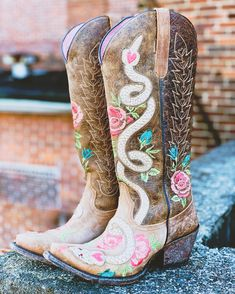 Cute Cowgirl Boots, Womens Cowgirl Boots, Cowgirl Style, Western Boots, Gypsy Boots, Snake Boots, Corral Boots, Beautiful Heels, Studded Boots