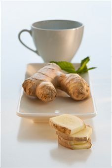 13 Stuffy Nose Remedies - I have a cold and this might just be the best thing I've read tonight. Will have to try a few things tomorrow as OTC medicine isn't working so great for my stuffy nose. Flu Remedies, Herbal Remedies, Health Remedies, Home Remedies, Allergy Remedies, Health And Beauty Tips, Health Tips, Health And Wellness, Women's Health