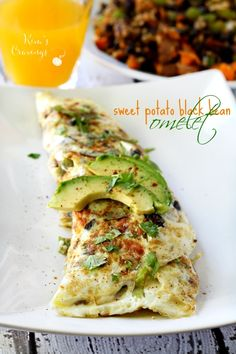 This Sweet Potato Black Bean Egg White Omelet is the ultimate clean-eating Fall breakfast meal! Egg White Breakfast, Fall Breakfast, Breakfast Recipes, Egg White Recipes, Egg Recipes, Healthy Recipes, Asian Recipes, Egg White Omelette, Breakfast