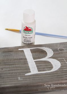 How to Paint a Custom Farmhouse Sign Using a Pallet Board. http://sew-handmade.blogspot.com