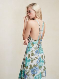Hate to see you go but love to watch you walk away. The Carletta Dress is a georgette midi dress with a low scoop neckline and a plunging lace-up back. Beautiful Gowns, Dress Me Up, Floral Lace, Sustainable Fashion, Casual Looks, Going Out, Fashion Dresses, Lady, Web Images