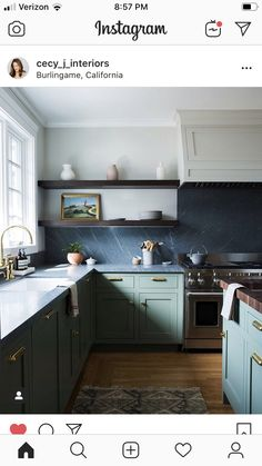 18 Green Kitchen Cabinet Ideas We Can't Get Enough Of Green Kitchen Cabinets, Kitchen Dining, Kitchen Black, Home Luxury, Luxury Houses, Cocinas Kitchen, Decoration Bedroom, Scandinavian Kitchen, Home Design