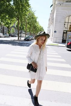 Walking around the beautiful streets of Paris in my minimal boho outfit. On my way to the Eiffel Tower. See more on my blog: http://isabellathordsen.dk/