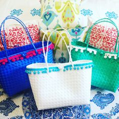 Playa Pompom Totes in all their summery goodness! Videos, Good Things, Photo And Video, Instagram, How To Make, Accessories, Birds, Jewelry Accessories