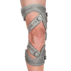 The MEDI USA OA Functional Knee Brace Orthosis for Osteoarthritis is a highly effective option for pain relief. Tibial Plateau Fracture, Avascular Necrosis, Hinged Knee Brace, Knee Osteoarthritis, Joint Replacement, Big Men Fashion, Knee Pain, Physical Therapy, Braces