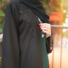 Bead Embroidery Patterns, Henna Patterns, Beaded Embroidery, Burqa Designs, Abaya Designs, Abaya Fashion, Women's Fashion Dresses, Sewing Clothes, Diy Clothes