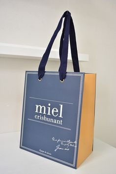 Miel Shopping Bag More Cool Packaging, Luxury Packaging, Paper Packaging, Packaging Design, Branding Design, Product Packaging, Paper Bag Wrapping, Paper Bags, Shopping Bag Design