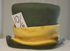 Mad Hatter Cake Tutorial Mad Hatter Cake, Mad Hatter Tea, Mad Hatters, Cake Decorating Tutorials, Cookie Decorating, Dessert Cake Recipes, Desserts, Alice In Wonderland Tea Party, Character Cakes
