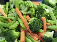 10 simple ways to detox without dieting Broccoli, Simple Way, Detox, Vegetables, Food, Hoods, Vegetable Recipes, Meals, Veggies