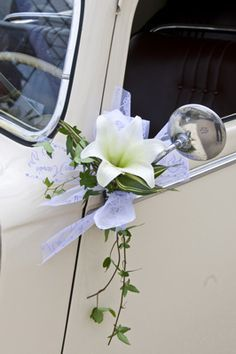 Decoration for cars of the bride and groom and guests Floral Wedding, Diy Wedding, Wedding Day, Bridal Car, Wedding Car Decorations, Wedding Ideas Board, Paper Flower Backdrop, Bridal Flowers, Wedding Designs