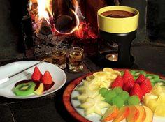 Como fazer Fondue de Chocolate - Veja mais em: http://www.cybercook.com.br/como-fazer-fondue-de-chocolate.html?codigo=11504